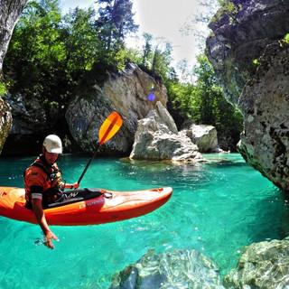 With a kayak along the Soča River