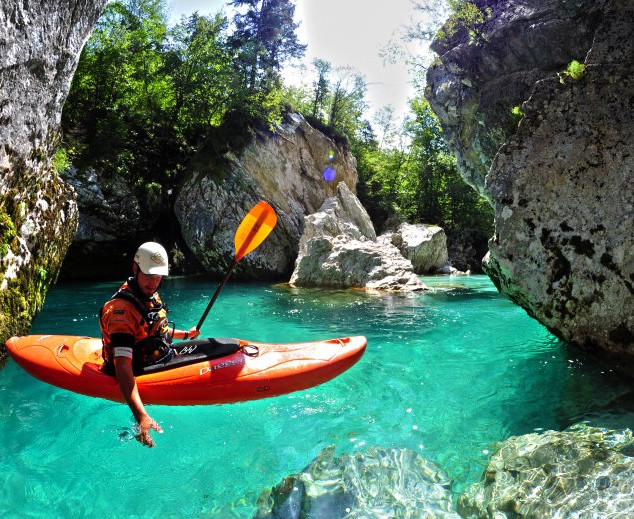 With a kayak along the Soča River