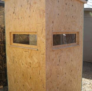 Plain 4' x 4' w/ plexiglass windows