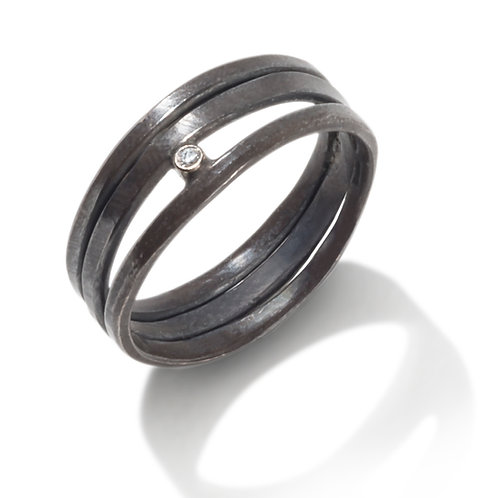 Oxidized hand forged ring with Diamond