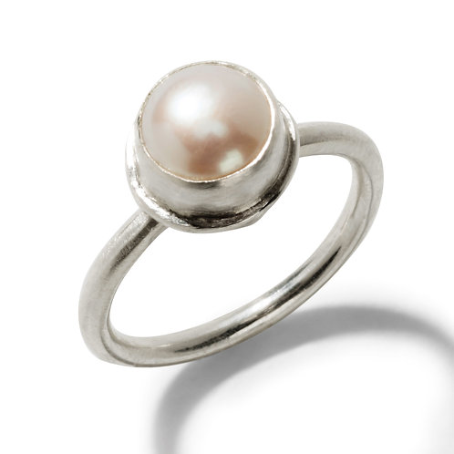 Simple Pearl Ring in Silver