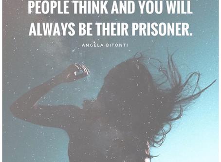 Laat jij je leven leiden door wat anderen zeggen?