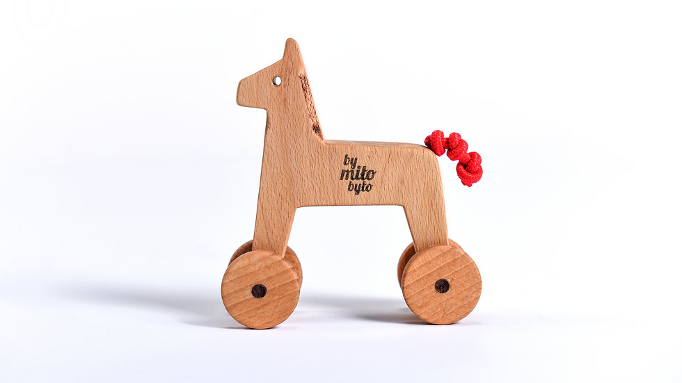 konik drewniany na kółkach