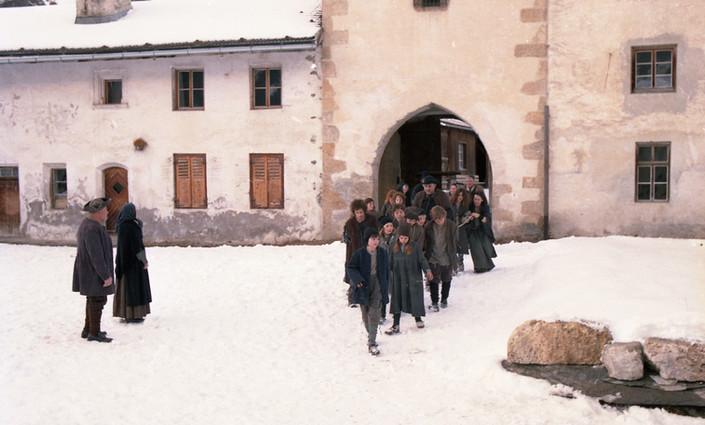 img181 Kinder kommen ins Kloster1.66 2.j