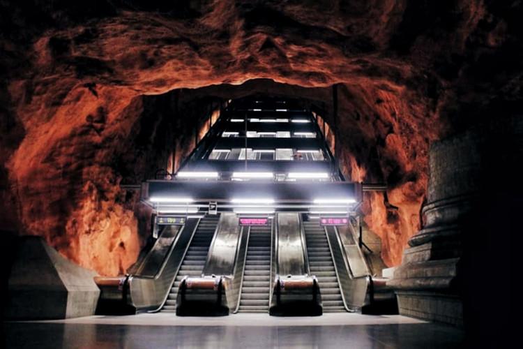 Radhuset Metro Station Stockholm.jpeg