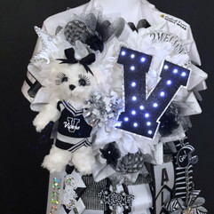vandegrift homecoming mum .jpg