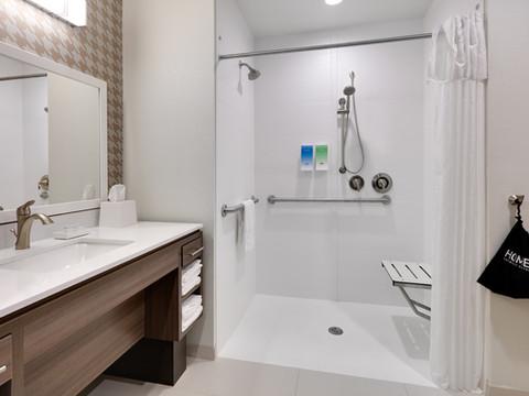 YKMWAHT_ADA-walk-in-shower-RM132-low res