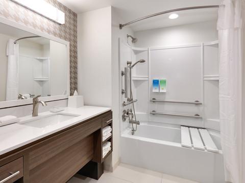YKMWAHT_ADA-bath-tub-RM203-low res.jpg