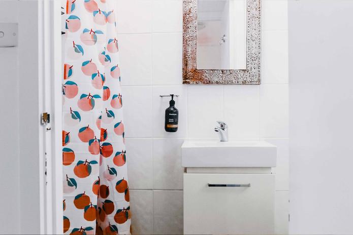 East-Lake-Travellers-Lodge-Bathroom.jpg