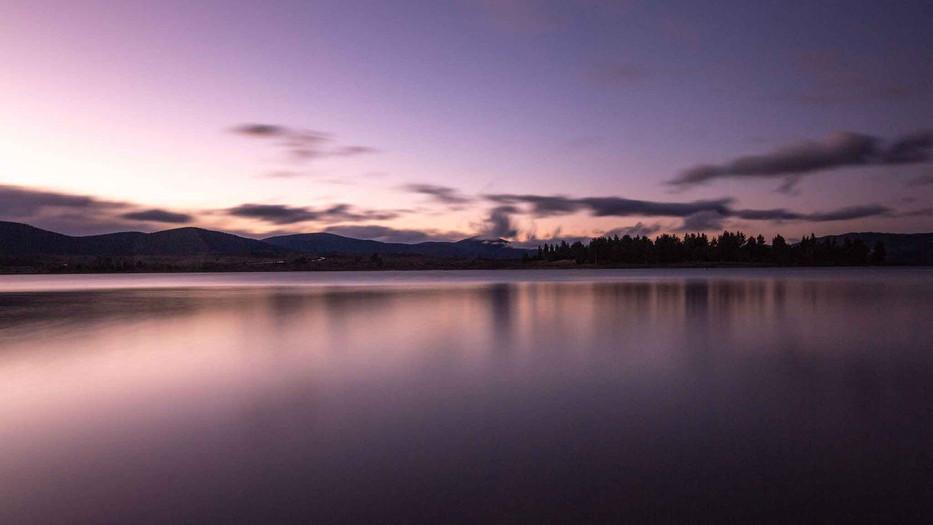 East-Lake-Travellers-Lodge-Lake-Sunset.j