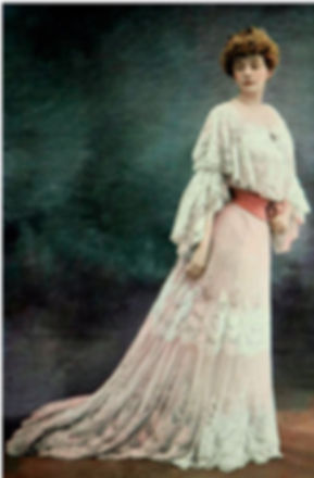 Rejane in Doucet gown 1902.jpg