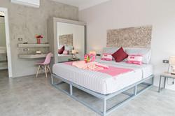 PINK BEDROOM_KINGSIZE bed Baan Sawadee villa