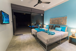 Lagoon blue bedroom - Twin bed_or King size