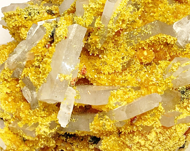 ORPIMENT ON BARITE