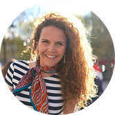 Curious and enthusiastic Pamela loves meeting new people and sharing the wonders of Paris with them. She considers herself a bridge builder; connecting foreign travellers with the city she loves so much.