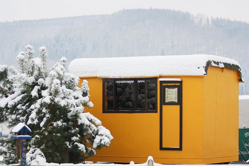 Zirkuswagen im Schnee 001.JPG