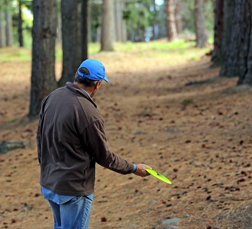 Disc golfing should never upset a partner. That would be bad form.