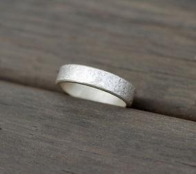 simple ring.jpg