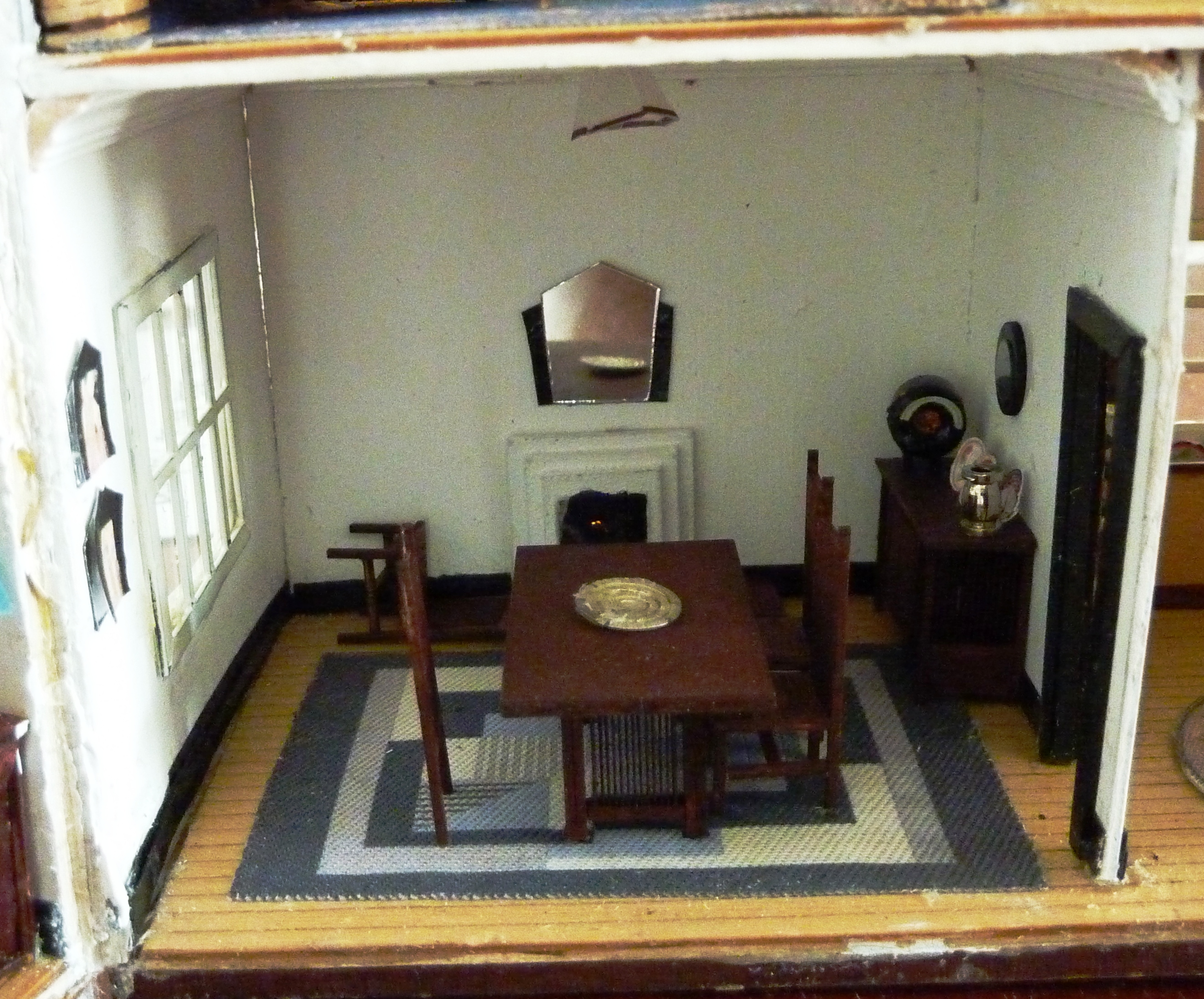 12. Close up of dining room.JPG