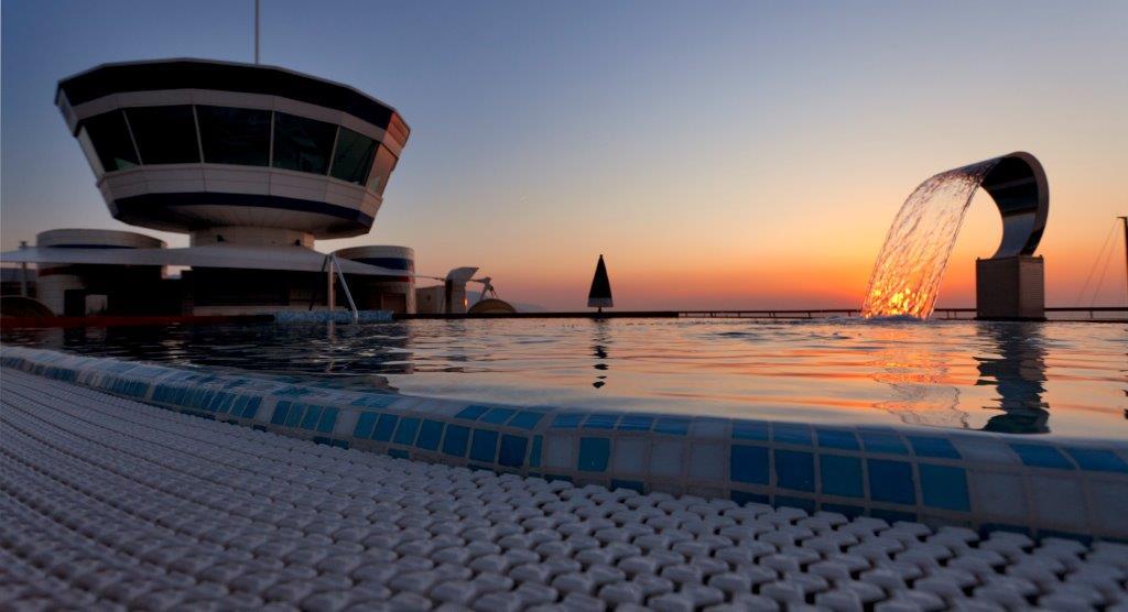 Yachtclup-Pool Sonnenuntergang