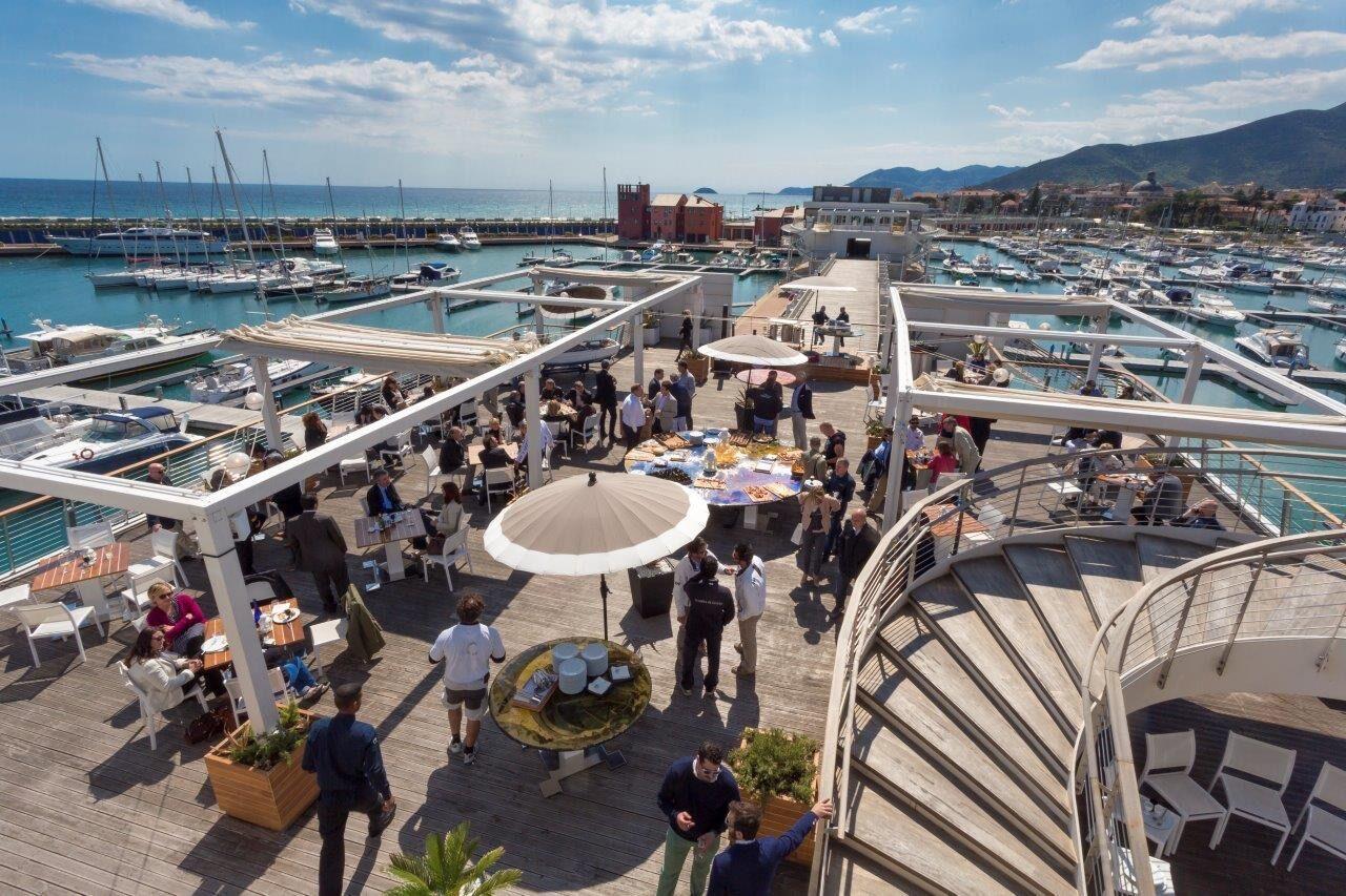 Yachtclub-Terrasse, Ponente