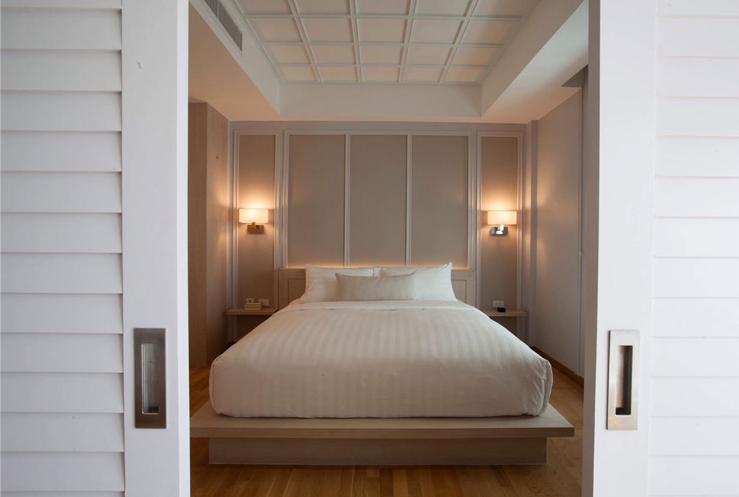 marble suite bedroom real 2.png