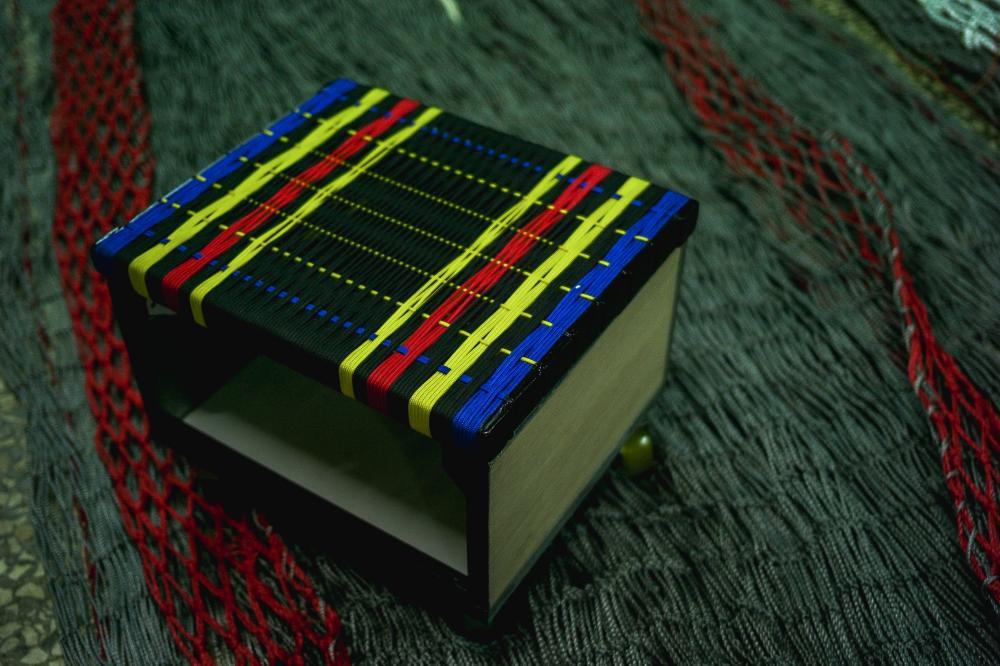 誕生的不止是一件件的漁網,而是以漁網為底生活為本的日常小物-「椅墊」。