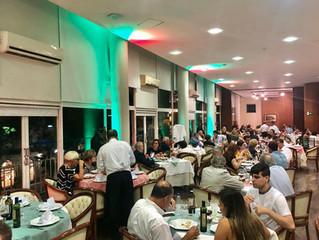Restaurante lotado para homenagear São Paulo