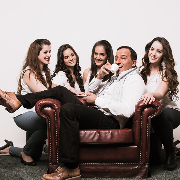 José mit Töchtern