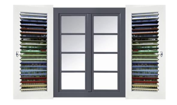 Fensterladen mit beweglichen Lamellen Ansicht mit Fenster