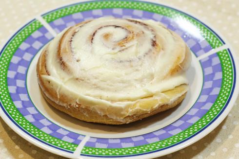 Cinnamon bun w/ cream cheese frosting
