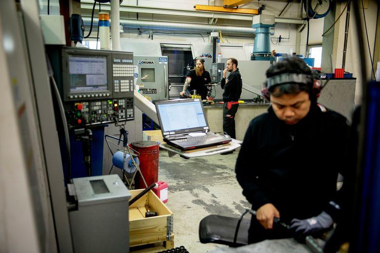 Å jobbe i et mekanisk verksted, betyr oftere og oftere at man jobber med datamaskiner og digitale løsninger.