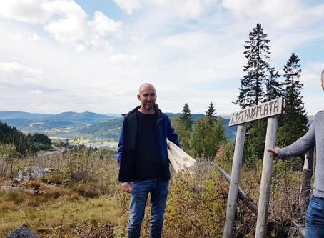 Utsikt fra Lysthusflata til Trollheimen