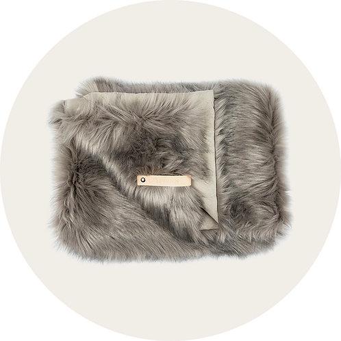 Hundedecken ● Kuschel Kunstfell Decke von Labbvenn ● Silver