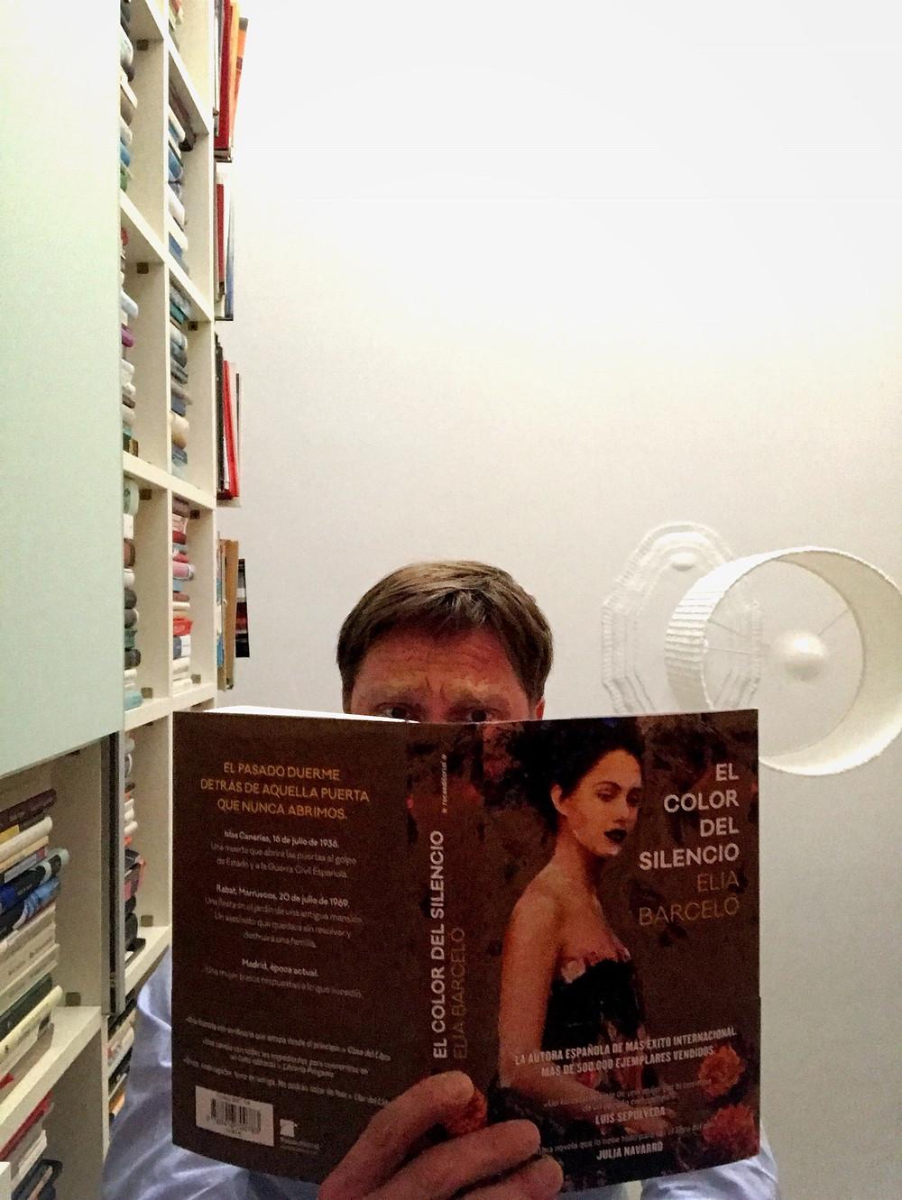 Cover of Elia Barceló's novel El Color del Silencio, published by Roca Editorial