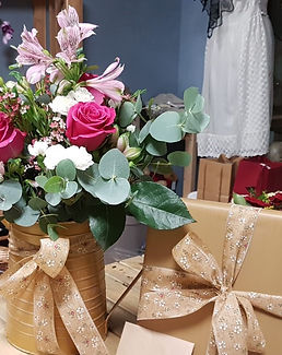 Flower bouquet wit chocolates.jpg