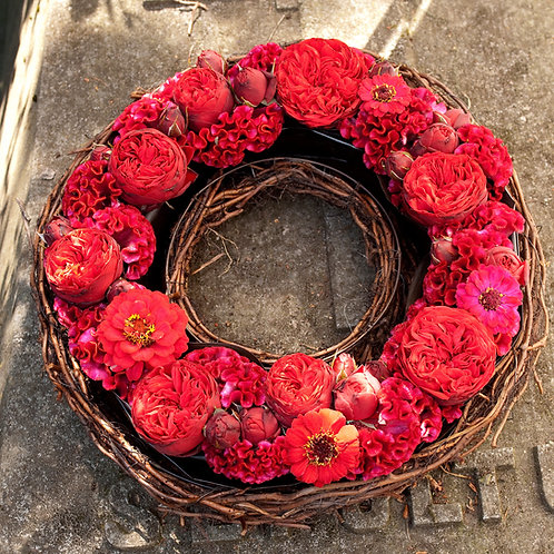 """WRT10 Willow Style Wreath 14"""" /36 cm shown in image"""