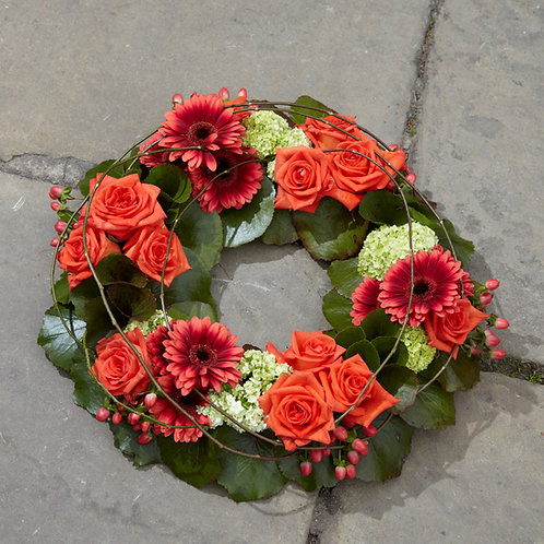 """WRT9 Cluster Style Wreath 14"""" /36 cm shown in image"""