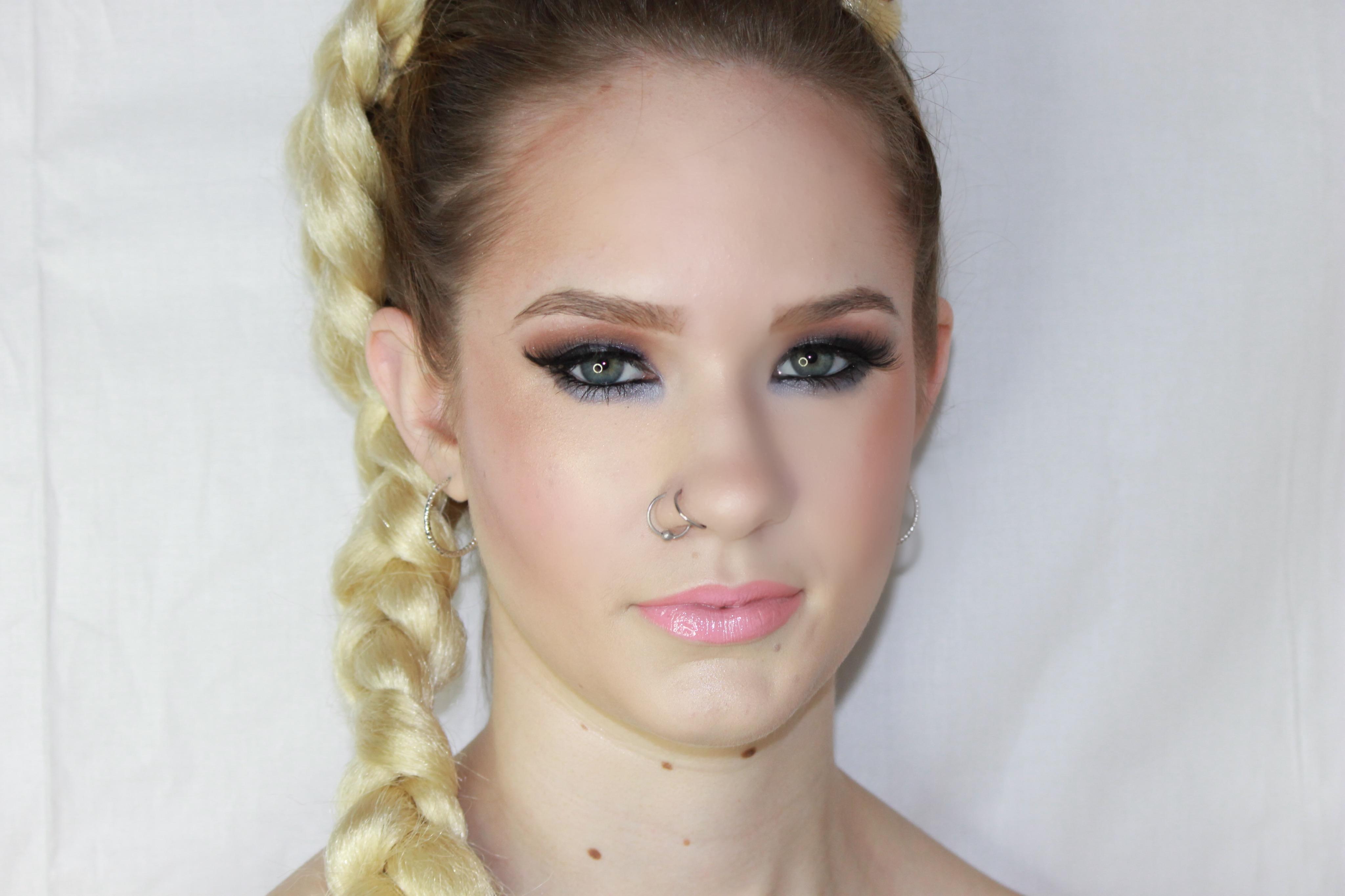 Model: Sara Deese