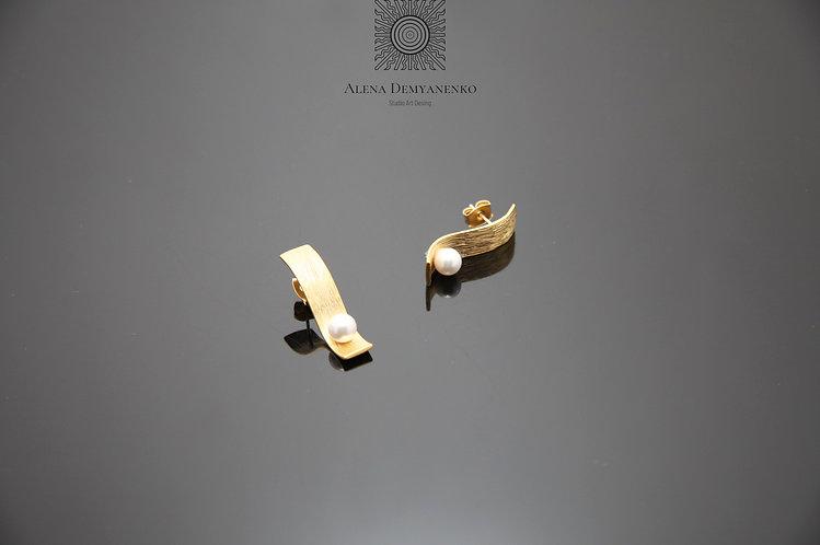 Серьги-пуссеты с жемчужиной