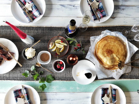 5 easy decor tips to create your perfect Christmas table setting.