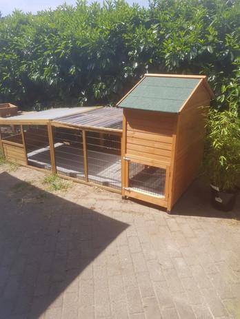 Kaninchengehege mit Stall.jpg