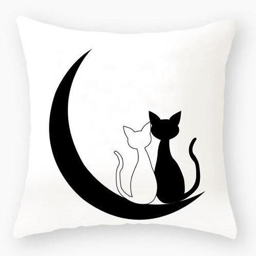 Katzen Kissenüberzug | Zwei verliebte Katzen im Mond
