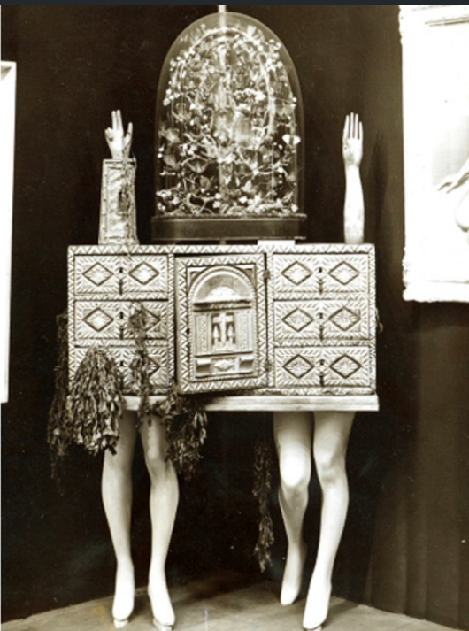 Andre Bretton, 1936, object-chest at the International Surrealist Exhibition