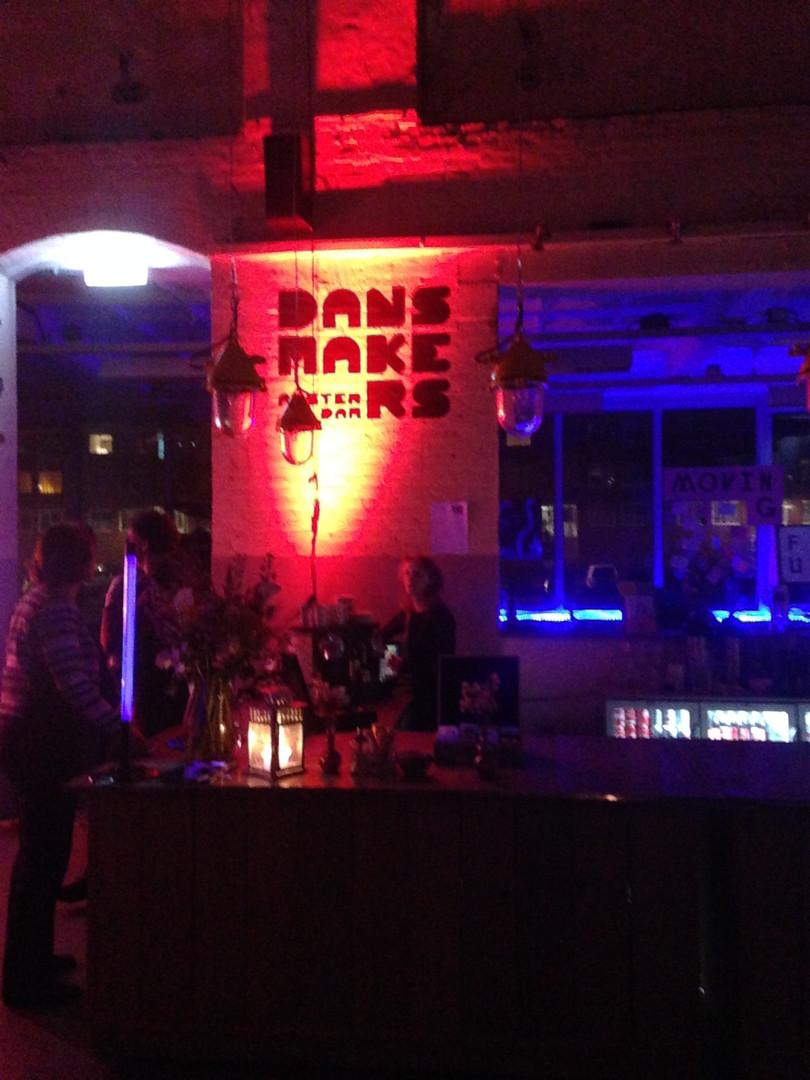Dansmakers at night
