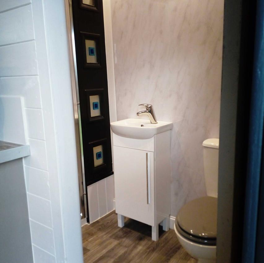 bathroom_fromdoor
