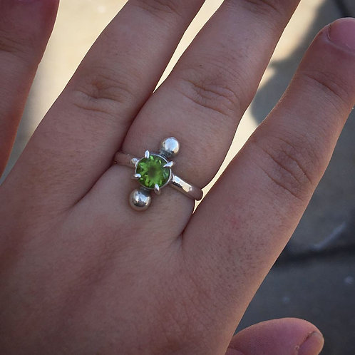 "Silver peridot ring ""the orb"""