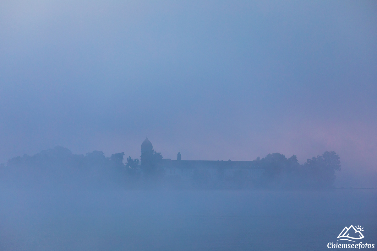 Fraueninsel im Nebel