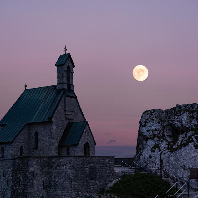 Kapelle im Mondschein