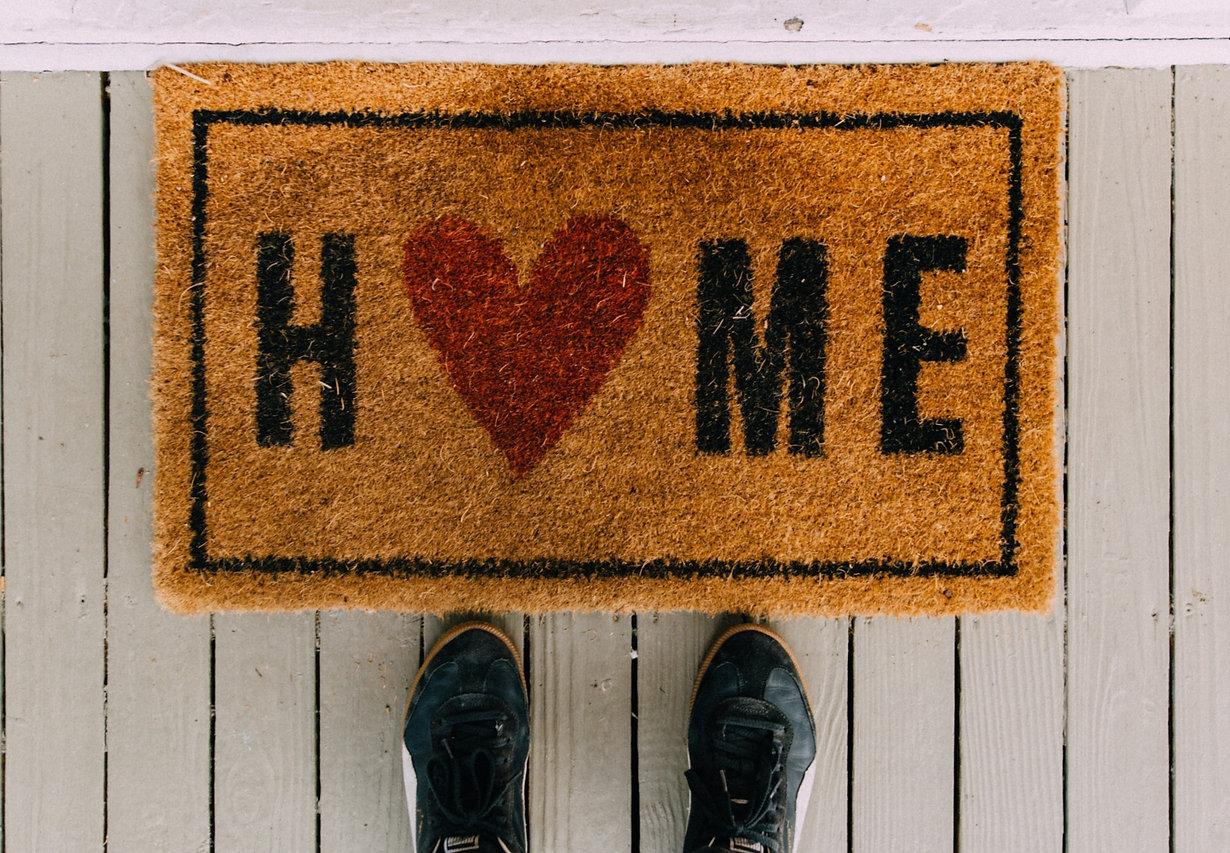 black-home-area-rug-2950003_edited.jpg